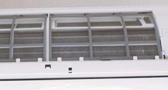 パネルもエアコン内部もピカピカになった洗浄後のエアコン