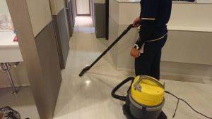 掃除機にて汚水回収